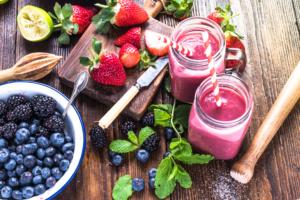 Smoothie crash dieet gezond bessen aardbeien